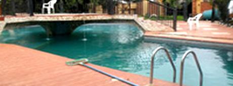 Twin Gate Hotel swimming pool